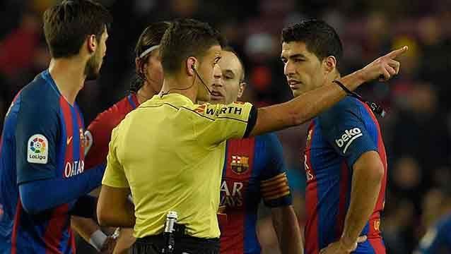 Suárez a full: hizo uno, le anularon otro y al final vio la roja