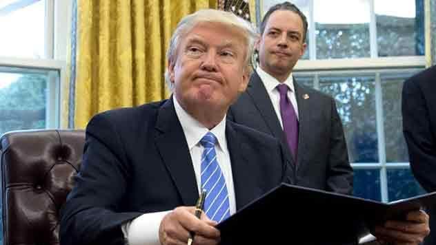 Trump considera ridícula decisión judicial que frena decreto migratorio