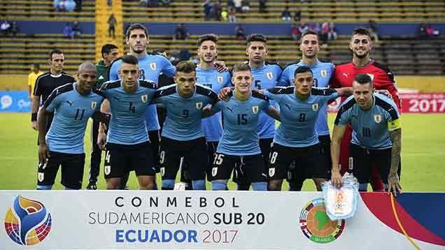 Uruguay se impuso por 2-1 a Brasil, de atrás y en la hora