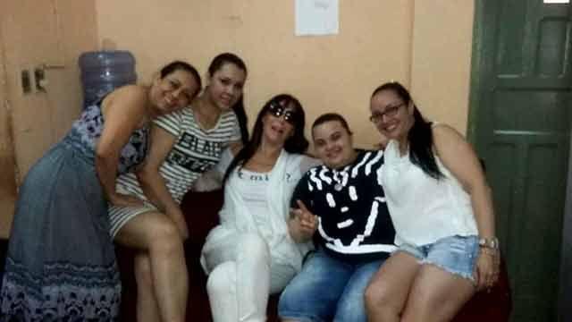 Moria Casán visitó a sus excompañeras de celda en Paraguay