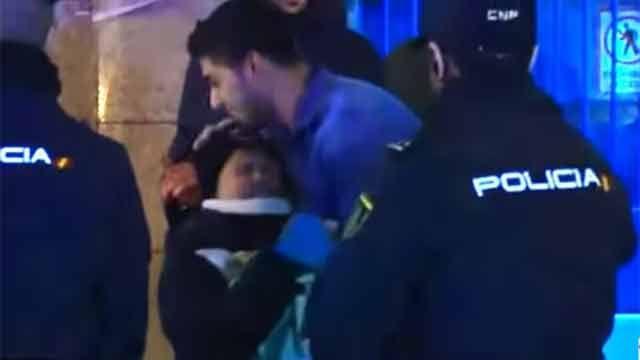 Luis Suárez sorprende a un niño y le regala su camiseta