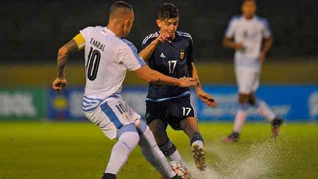 Uruguay goleó 3-0 a Argentina en el inicio del hexagonal final