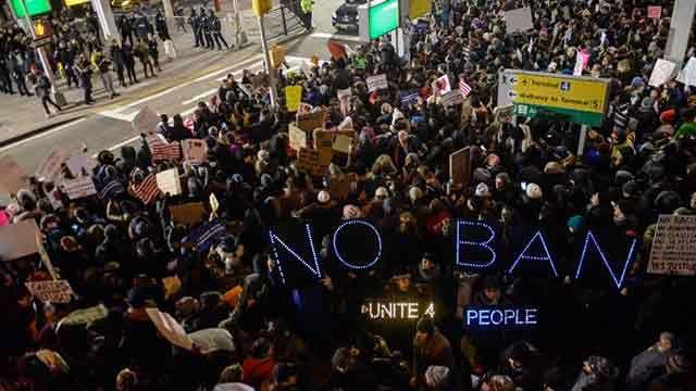 Manifestaciones por primeros inmigrantes detenidos tras decreto de Trump