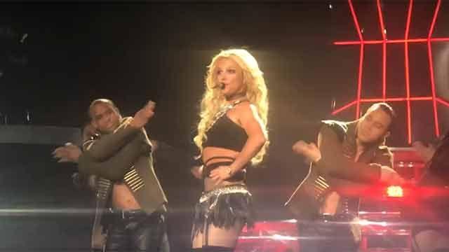 Britney Spears se quedó sin pollera en pleno concierto, pero nada la detuvo