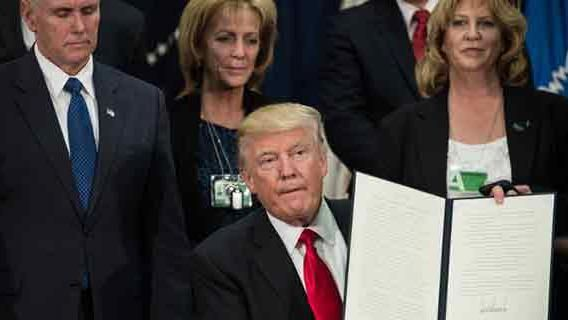 Trump firmó la orden para comenzar a construir el muro entre México y EE.UU.