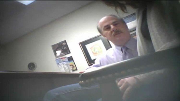 VIDEO. Abogado hipnotizaba a sus clientas para abusar de ellas