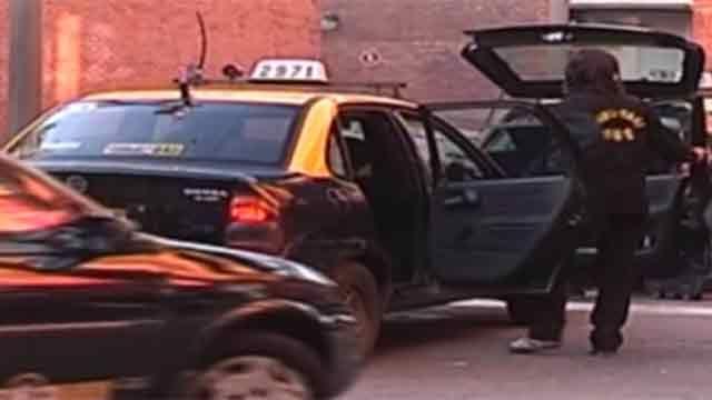 Taxista acusado de robo por turistas alemanes llamó a conferencia de prensa