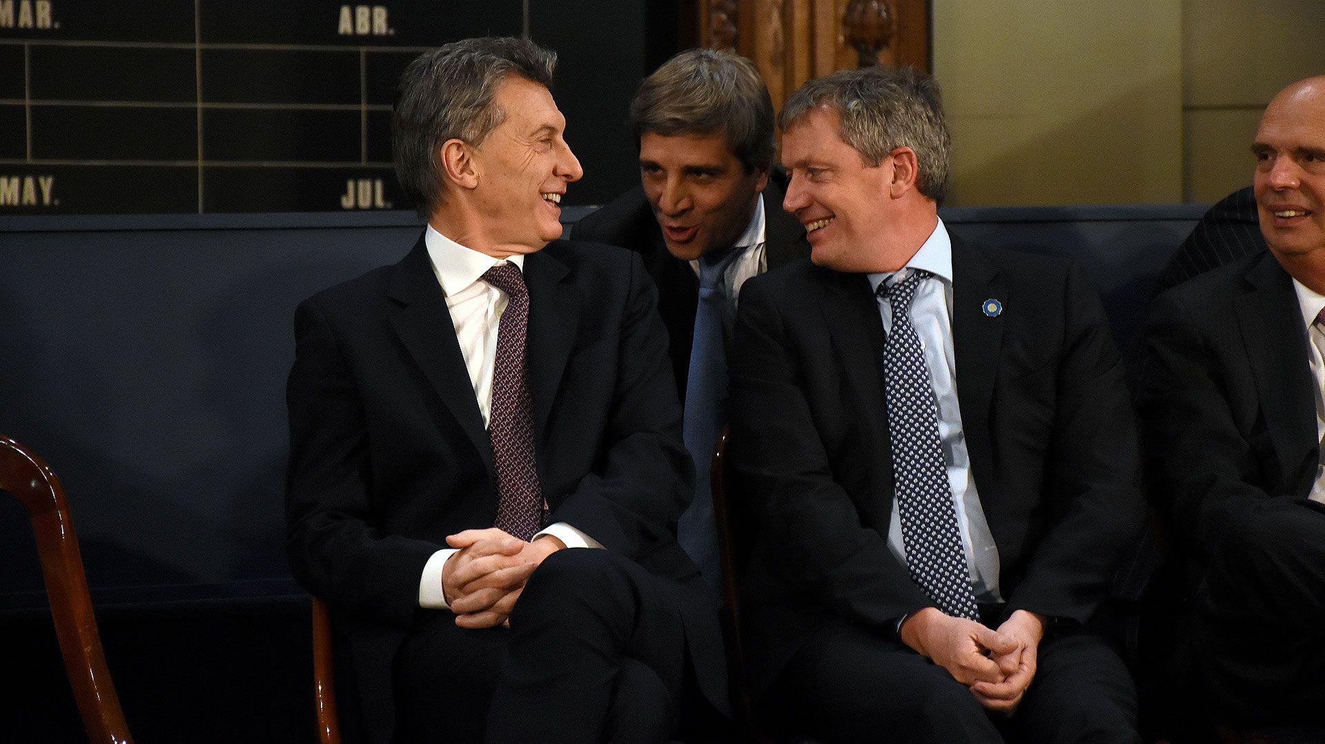 Efecto Trump: Argentina pide dólares prestados para sostener la cotización