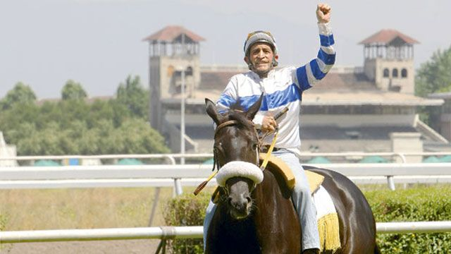 Histórico: a los 71 años jockey chileno gana una carrera