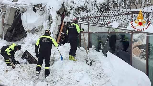 Hallan seis personas con vida en hotel sepultado por avalancha en Italia