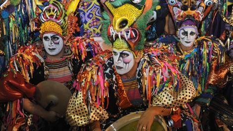 A las 20:45 comienza el desfile inaugural del Carnaval por 18 de Julio