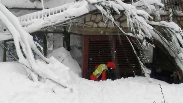 Avalancha de nieve sepulta hotel en Italia y deja varios muertos