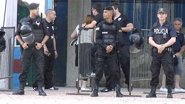 Policía capacita a guardias para controles en espectáculos deportivos