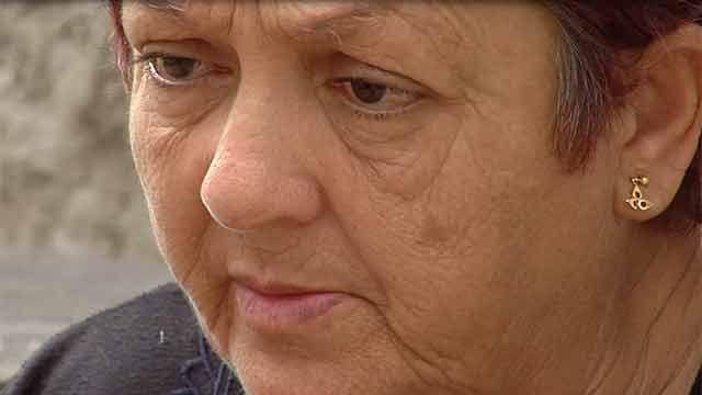 Madre de policía muerta en incendio reclama que amplíen investigación