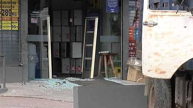 Banda robó dos cofres de seguridad de un supermercado en Sayago