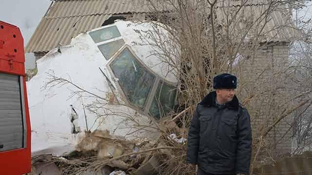 Avión turco cae sobre viviendas en Kirguistán matando a 37 personas