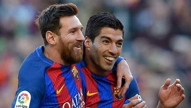 Suárez hizo dos goles y es Pichichi junto a Messi, con 14 cada uno