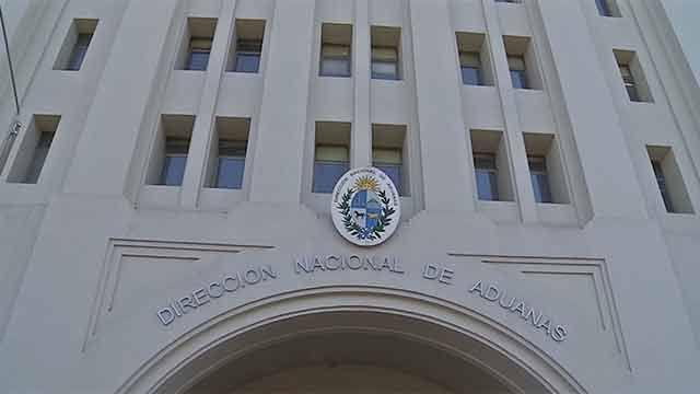 Funcionarios denuncian penalmente al director de Aduanas