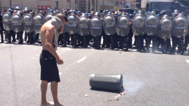 Incidentes entre policías y vendedores callejeros en barrio Once