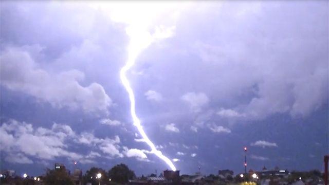 Cómo protegerse de los rayos en una tormenta eléctrica