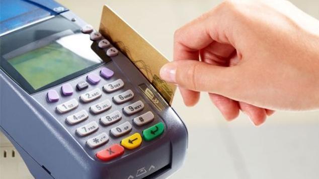 Bajó el IVA para compras con tarjeta de débito y medios electrónicos