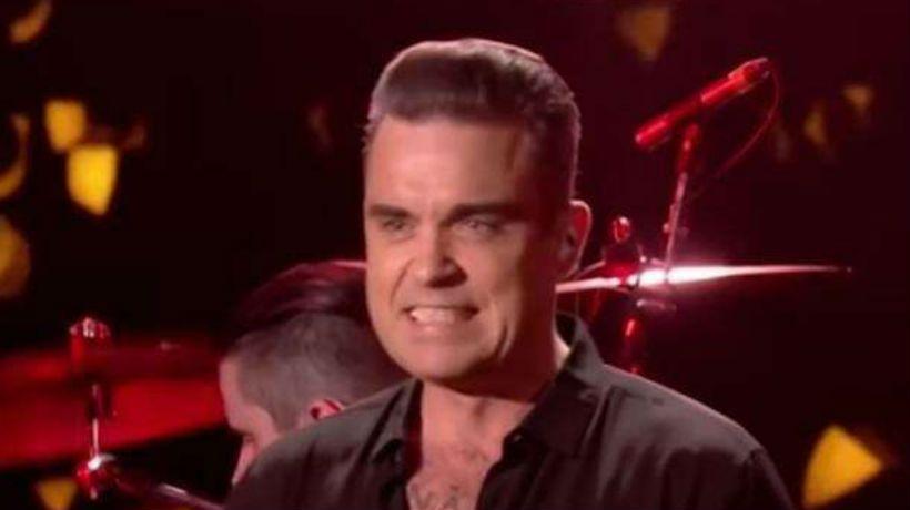 Robbie Williams se desinfectó las manos luego de tocar a sus fanáticos