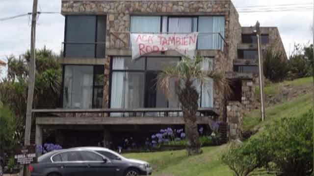 Turista argentino colgó cartel denunciando robo a su casa de Manantiales
