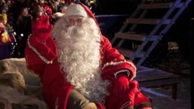 Lo despidieron por negar existencia de Papá Noel en show infantil en Roma