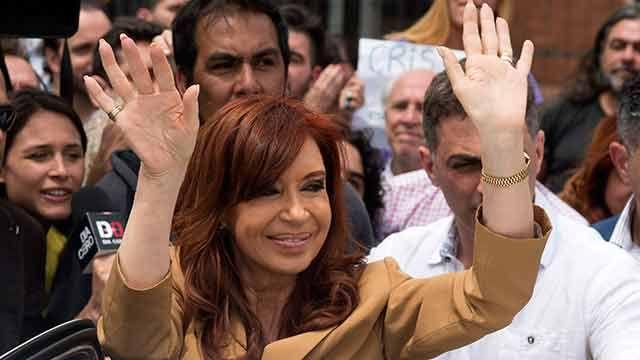 Ordenan reabrir la denuncia de Nisman contra Cristina Fernández por la AMIA