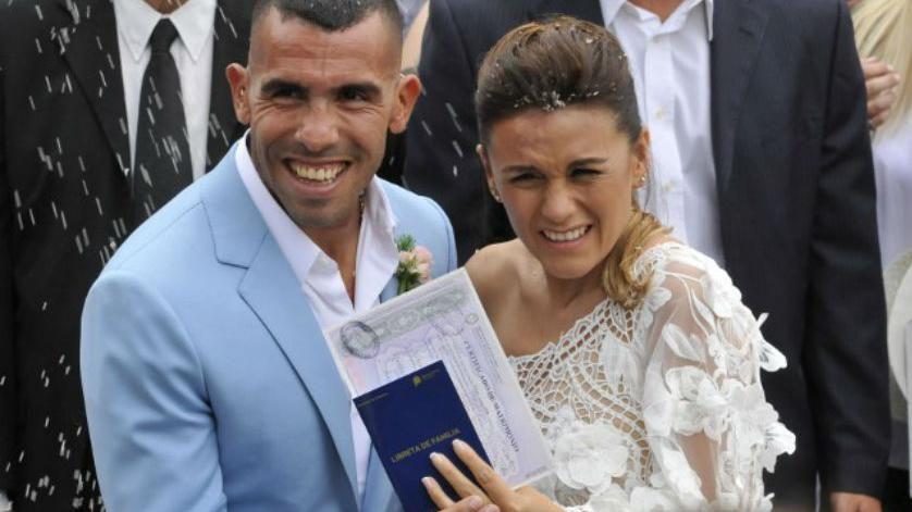 Asaltan la casa de Carlos Tevez mientras festejaba su casamiento en Uruguay