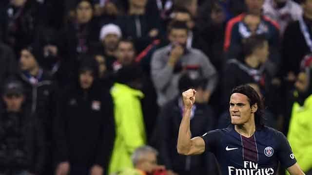 Cavani en el 11 ideal del año en Francia; además distinguido como capitán