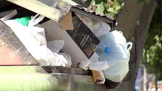 Hay 3.000 contenedores de basura sin levantar por las fiestas