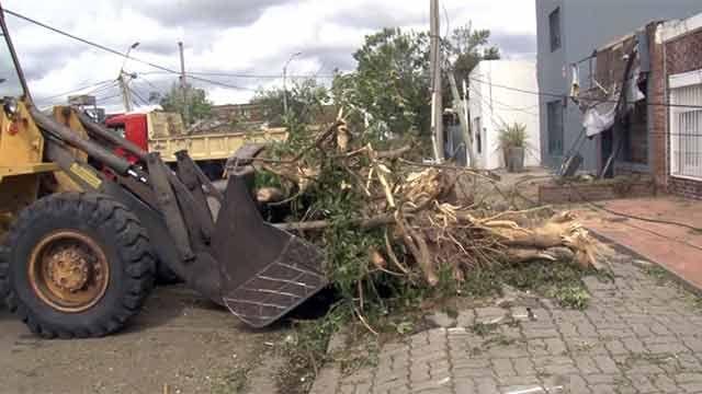 Al menos 300 viviendas fueron dañadas por la turbonada de San Carlos