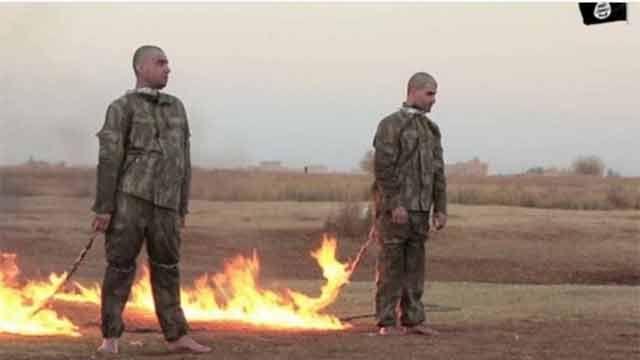 Macabro: Estado Islámico quema vivos a dos presuntos soldados turcos