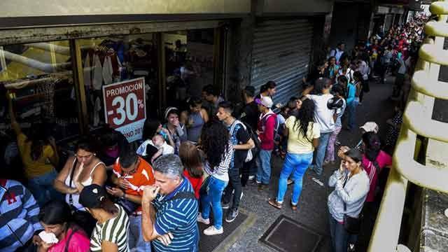 Venezuela ordenó a una empresa bajar el precio de la ropa que vende