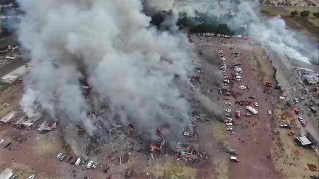 Ascienden a 36 los muertos por explosión en mercado de pirotecnia en México