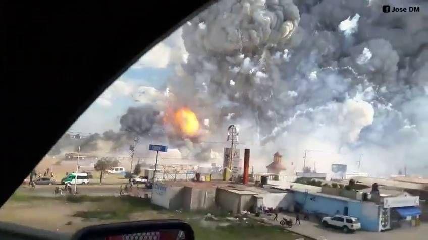 Aumentan a 26 los muertos por explosión en mercado de pirotecnia en México