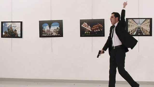 Detienen a los padres y la hermana del asesino de embajador ruso en Turquía