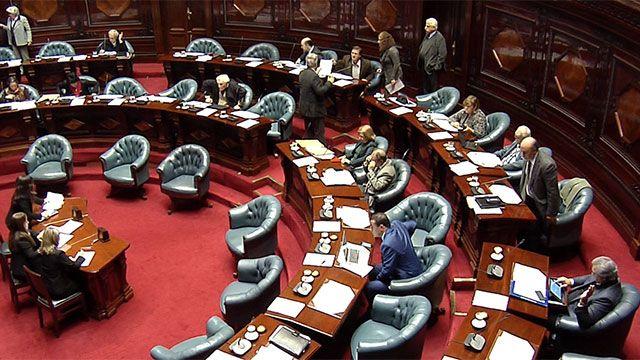 Parlamento apura voto de leyes al cierre del período