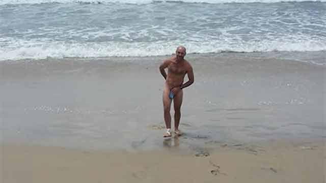 Guardavidas se desnudó en Rocha para mostrar precariedad laboral