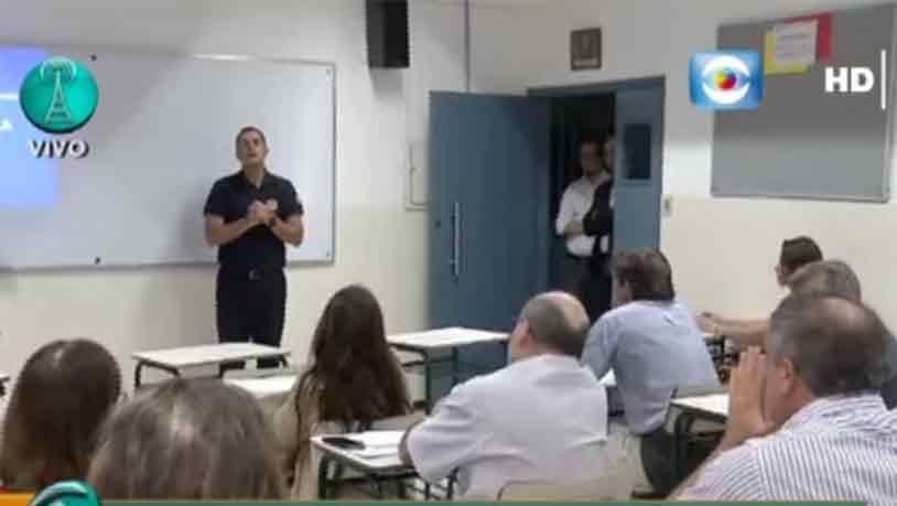 Vecinos de Carrasco Norte reciben instrucción policial sobre seguridad