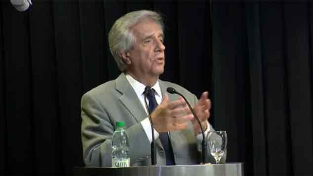 Vázquez anunció batería de medidas de aplicación inmediata en el fútbol