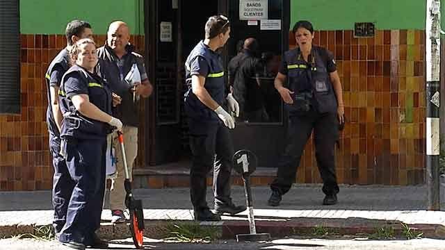 Matan de una puñalada en el pecho a un hombre frente a un bar céntrico