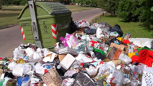 Adeom y autoridades de la Intendencia reunidos por conflicto con la basura