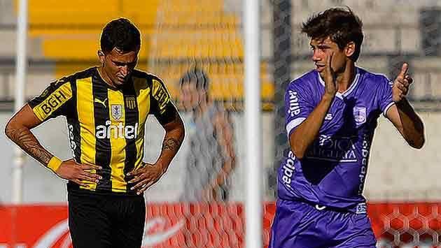 Peñarol cerró un semestre para el olvido con derrota 0-2 ante Defensor
