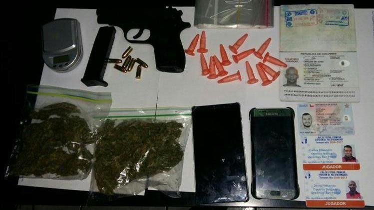 Capturan a futbolistas colombiano y chileno con drogas y arma en Guatemala