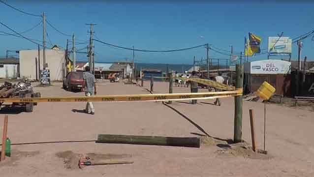 Dueño alambró parte de la entrada a Punta del Diablo porque es suya