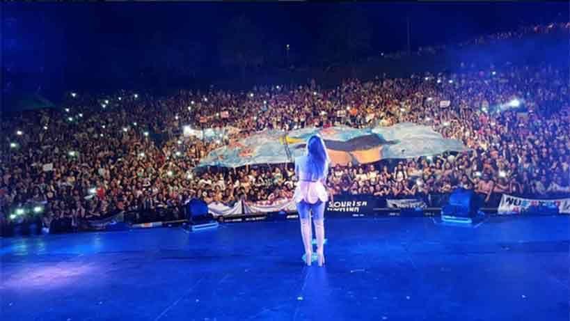 Lali Espósito ovacionada por miles de fanáticos en el Teatro de Verano