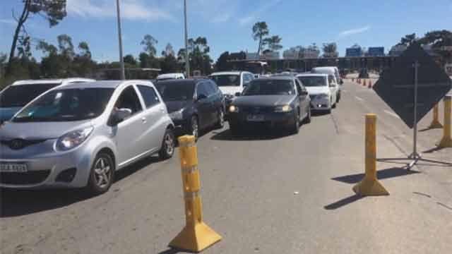 Grandes colas para ingresar a Montevideo por obras sobre arroyo Pando