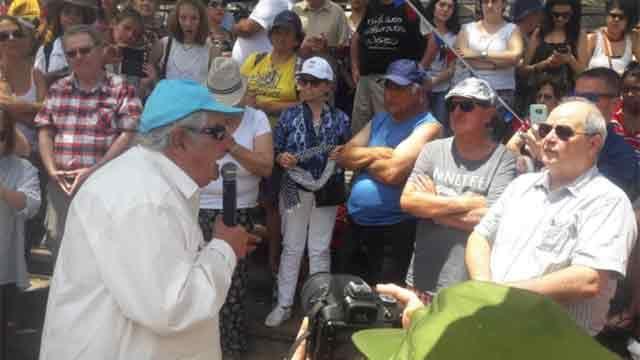 Mujica quiere que los cargos públicos no tengan posibilidad de reelección